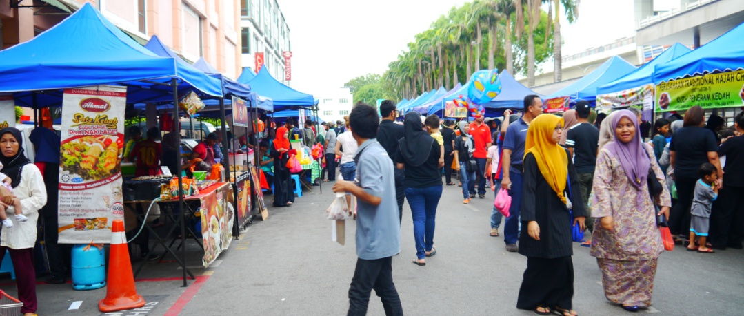 There are a number of vibrant Ramadan bazaars that you can find in Puchong such as this one at Taman Puchong Prima. Photo: Khalil Adis